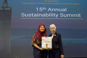 Chancellor Christ give 2018 Sustainability Summit Award to Anamina Shofry